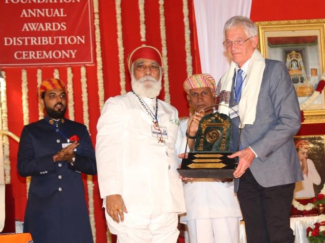 Shriji Arvind Singh Mewar of Udaipur presenting award to Prof John Stratton Hawley